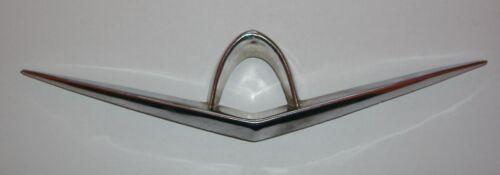 2300// FREGIO PULSANTE COFANO// REAR EMBLEM HANDLE DOOR FIAT 1800-2100
