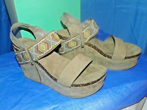 3e7cd9500e97 MAURICES WOMEN S EMMA MOLDED WEDGE  31312 TAUPE SIZE 9 NEW IN BOX