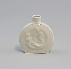 9942385-Porzellan-erotische-Schnupftabakdose-Flakon-Wagner-amp-Apel-6x2x7cm