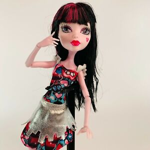 Monster-High-DRACULAURA-Boo-York-Frightseers-Doll-Outfit-Shoes