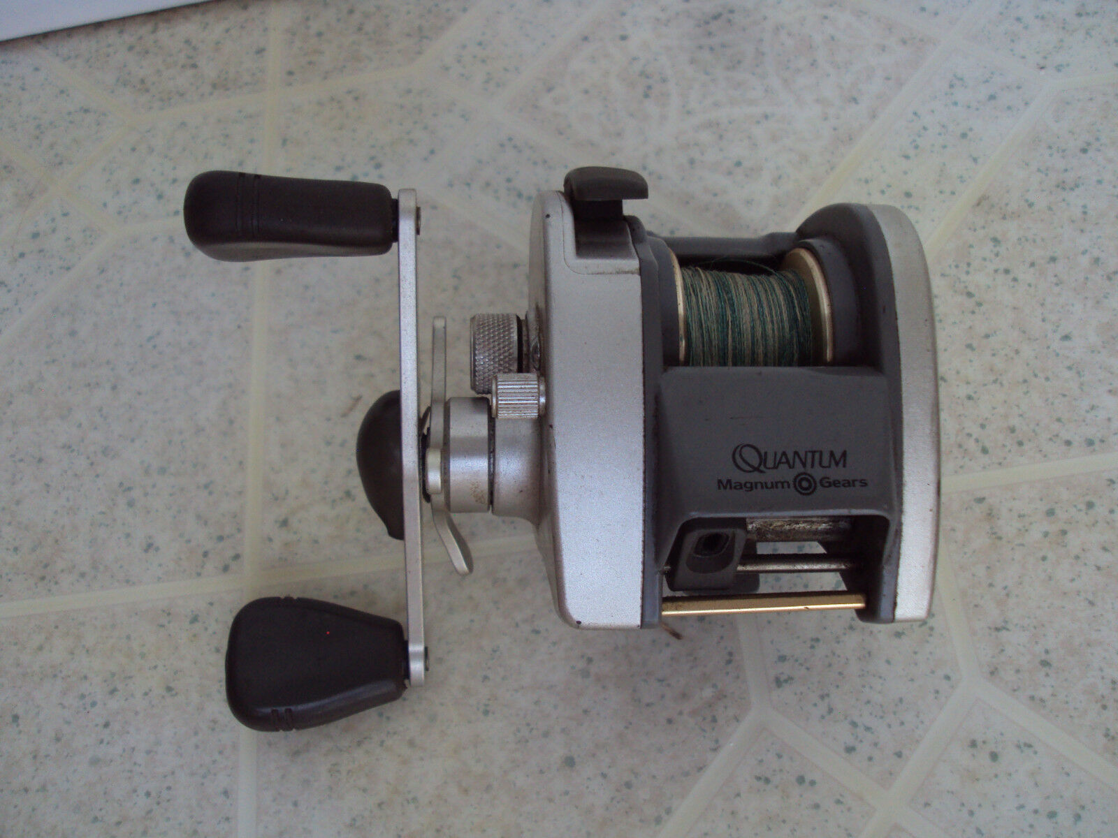 Quantum 1310 MG Baitcasting Reel VERY SMOOTH REELING ACTION   official quality