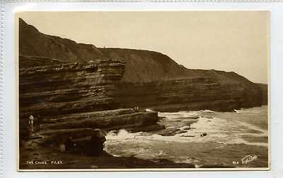 (Gi014-373) Real Photo of The Caves, FILEY  C1920 Used EX, Walter Scott