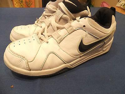 Señoras / Chicas Nike Lykin 11 Cuero Blanco Deportes Zapatillas Zapatos Uk 3 Eur 35.5