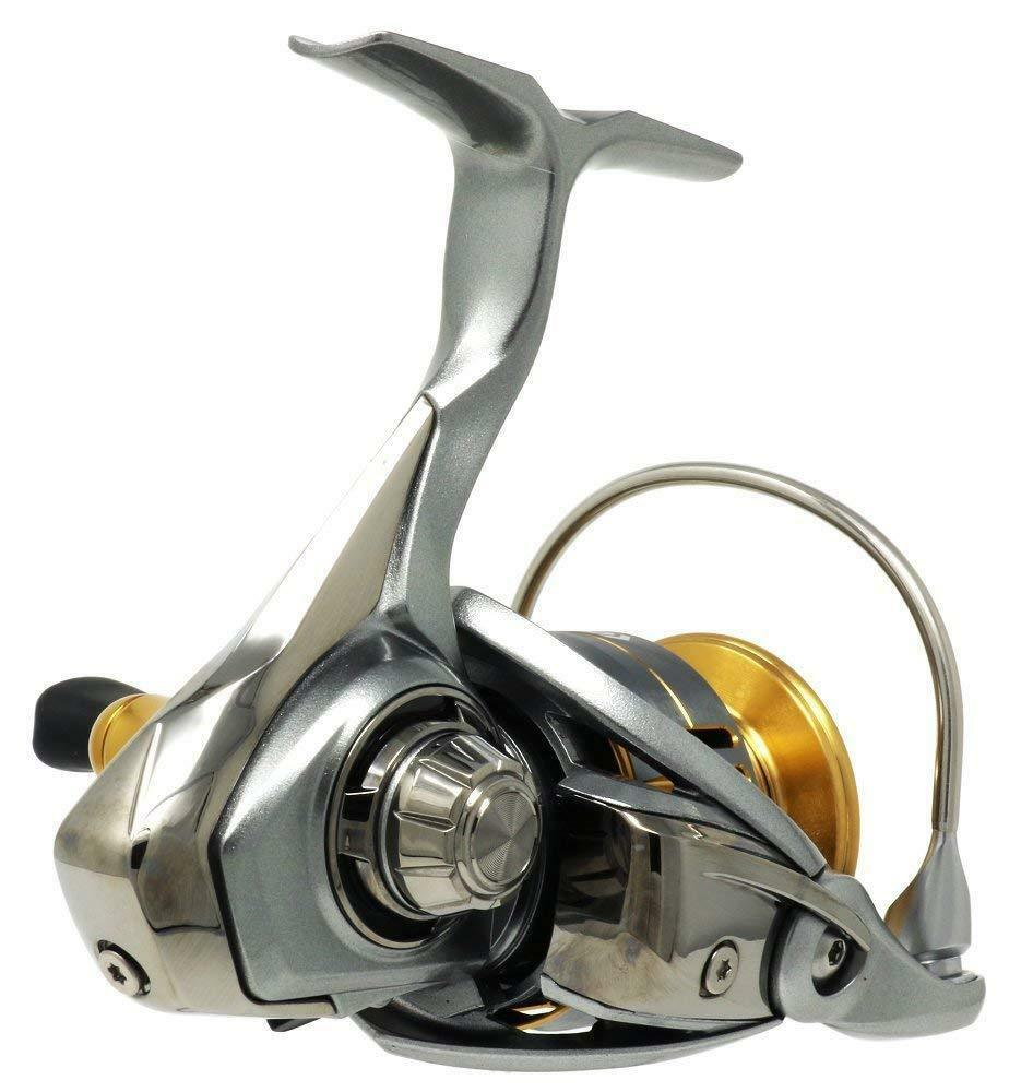 Daiwa 18 FREAMS LIGHT LT2500D Spinning Reel LIGHT FREAMS TOUGH MAGSEELD ATD Nuovo in Box 3bd1e1
