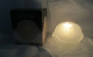 Vintage-Indiana-Glass-Pebble-Leaf-White-Silk-Frosted-Glass-2-Piece-Candle-Lamp