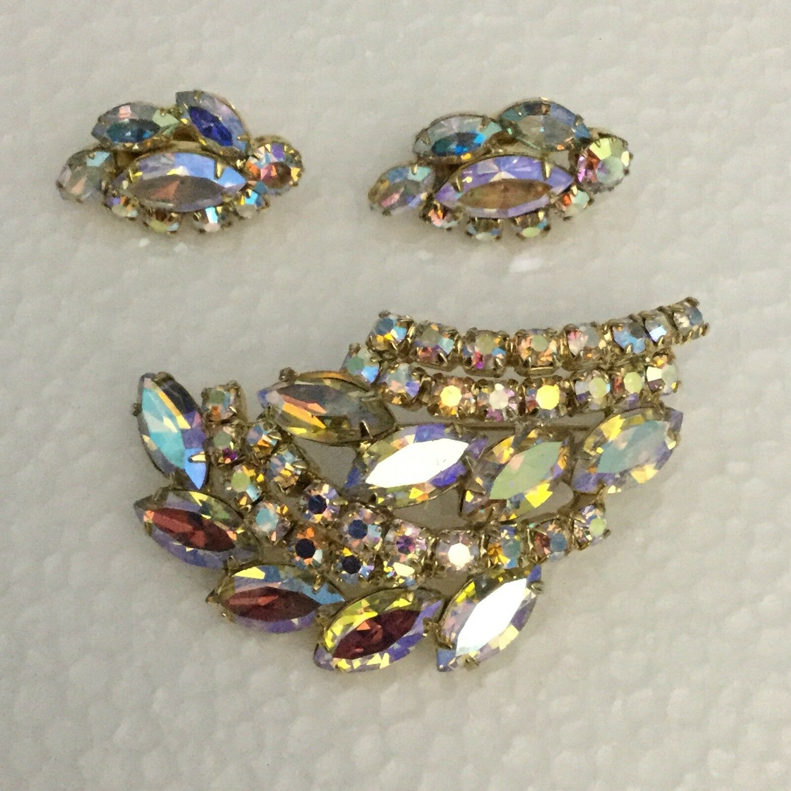 Vintage Rhinestone Brooch Earrings Set Marquis AB Stones goldtone Purple Large
