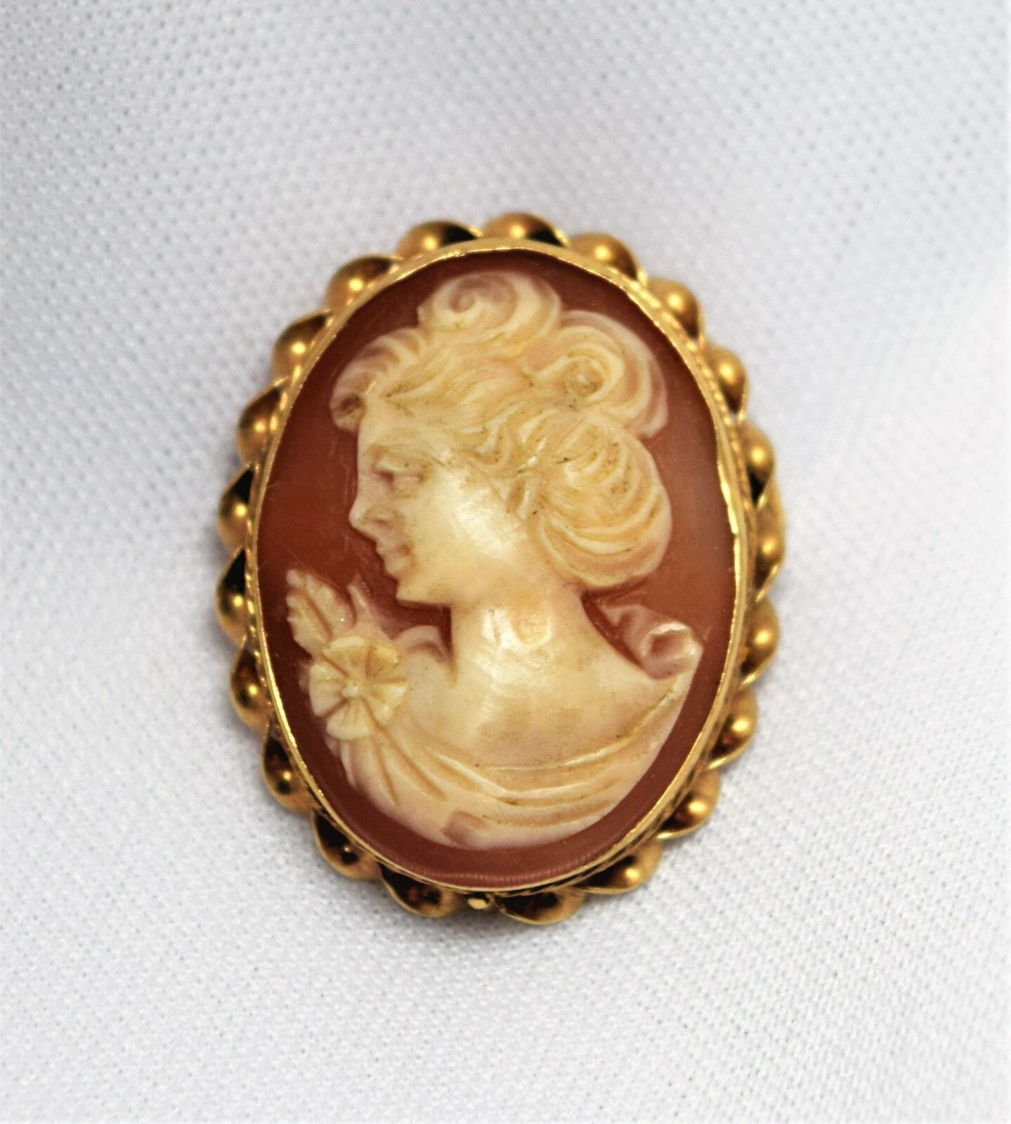 0e0993eec9c78 Carved Yellow 14k Vintage Elegant Shell gold Pendant Brooch Relief ...