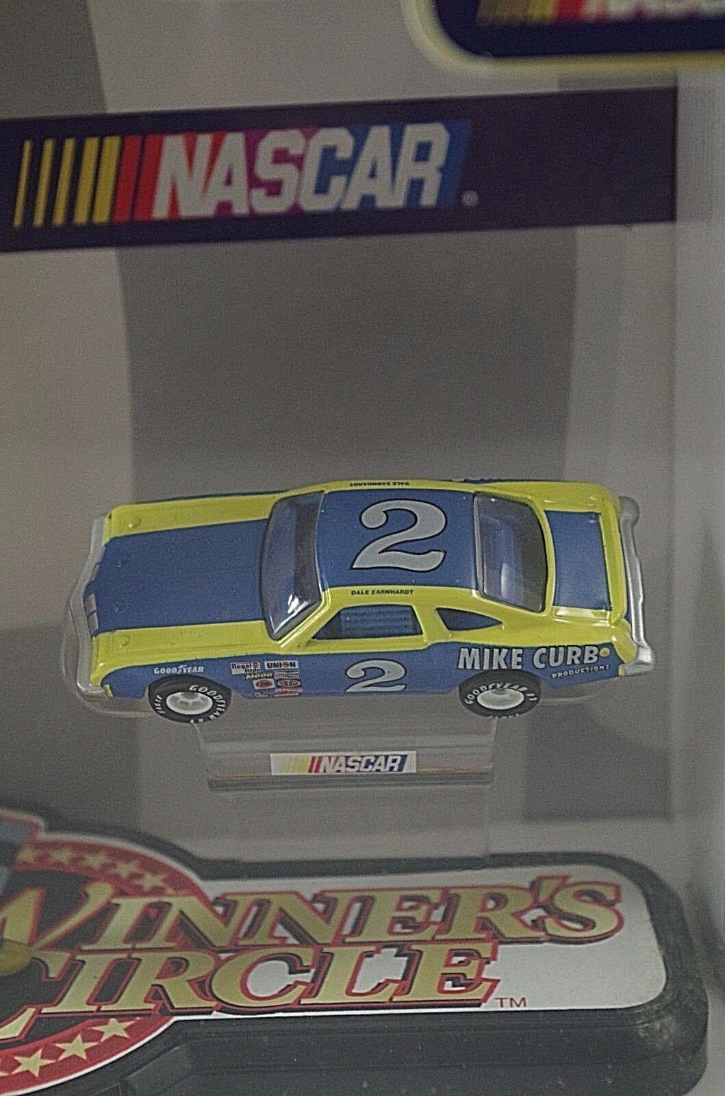 WINNERS CIRCLE 1980 DALE EARNHARDT MOST POPULAR DRIVERS FIGURINE 1 1 1 64 SCALE 5b2295