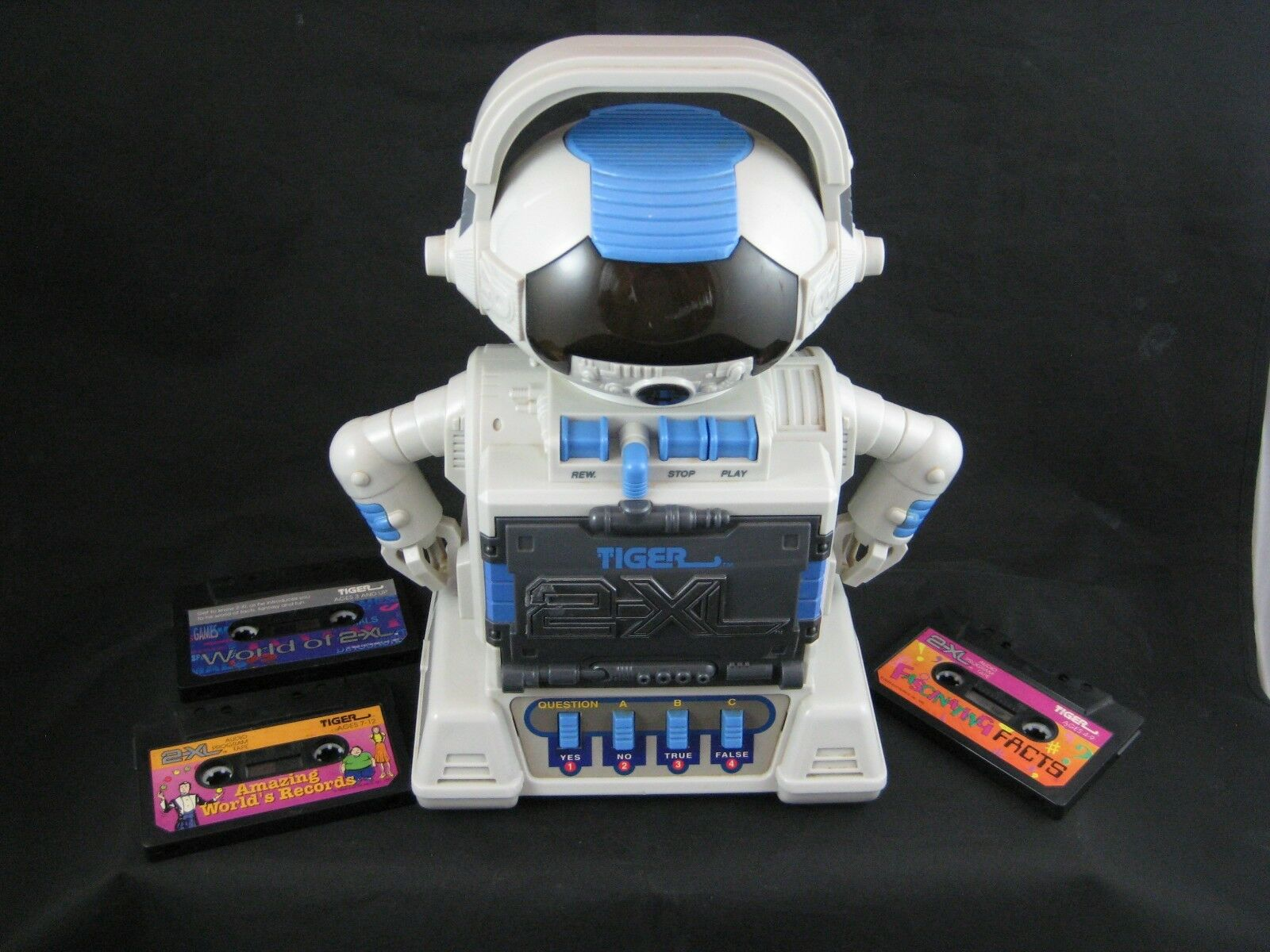 1992 TIGER 2-XL Talking Robot Cassette Player Interactive Educational Toy/Tapes