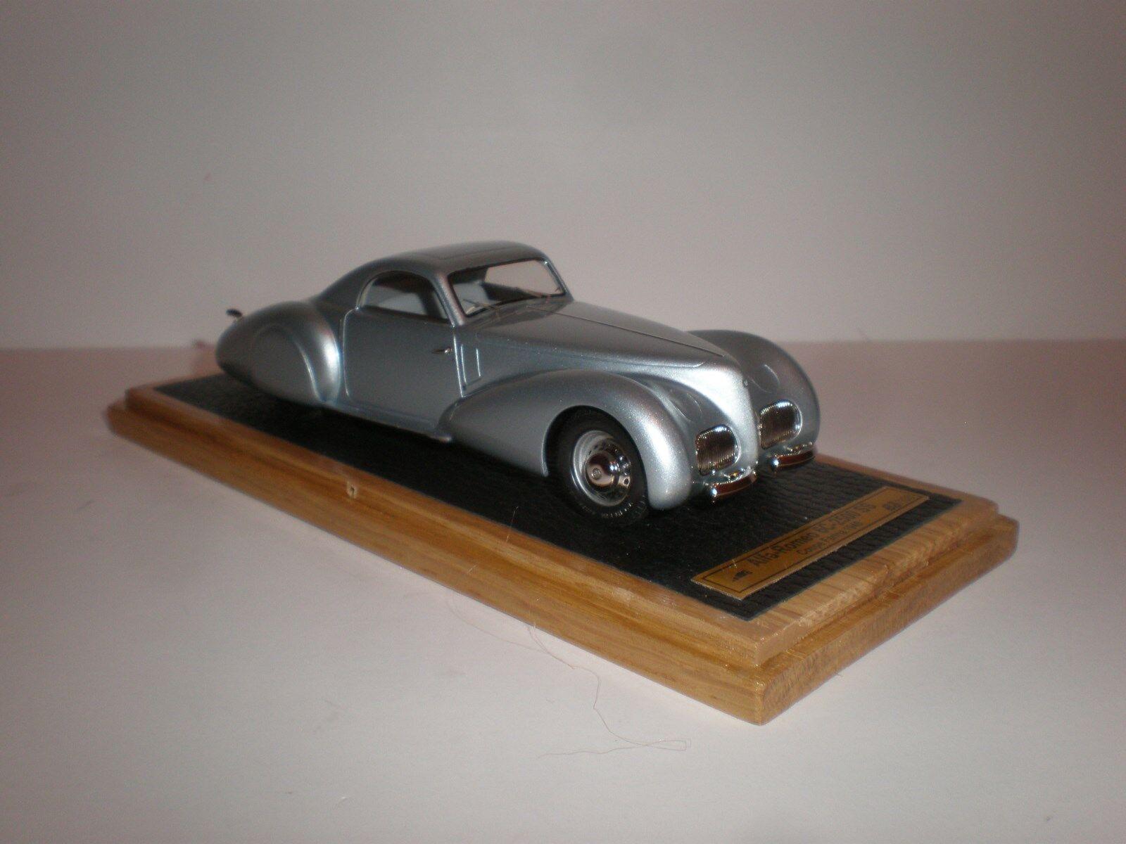 saludable EMC Alfa Romeo 6C 2500 ss stabillimenti Farina 1940 1940 1940 azul claro  presentando toda la última moda de la calle