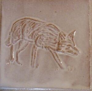 FOX-TILE-fatto-a-mano-a-basso-rilievo-Piastrelle-Tack-Room-Cucina-Fattoria-di-Helen-Baron