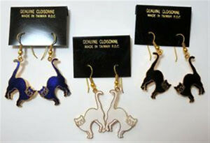 Cloisonne-Cat-Gold-Tone-Earrings-1-pair-Vintage-1980-039-s-WHITE-BLUE-or-RED-ONLY