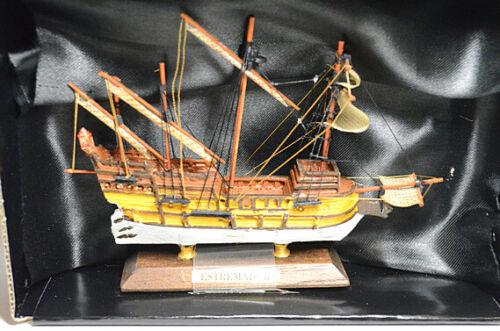 Scale model of the ship 1:1250 Estremadura