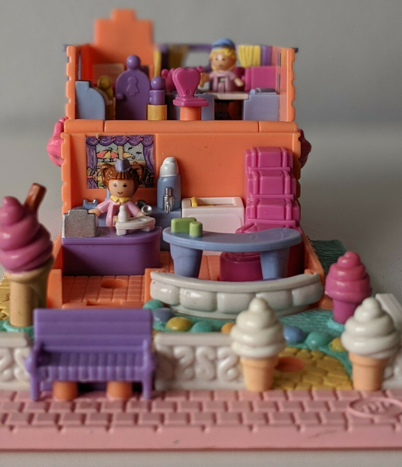 POLLY POCKET 1995 Strawberry Scented Ice Cream Parlour COMPLETE