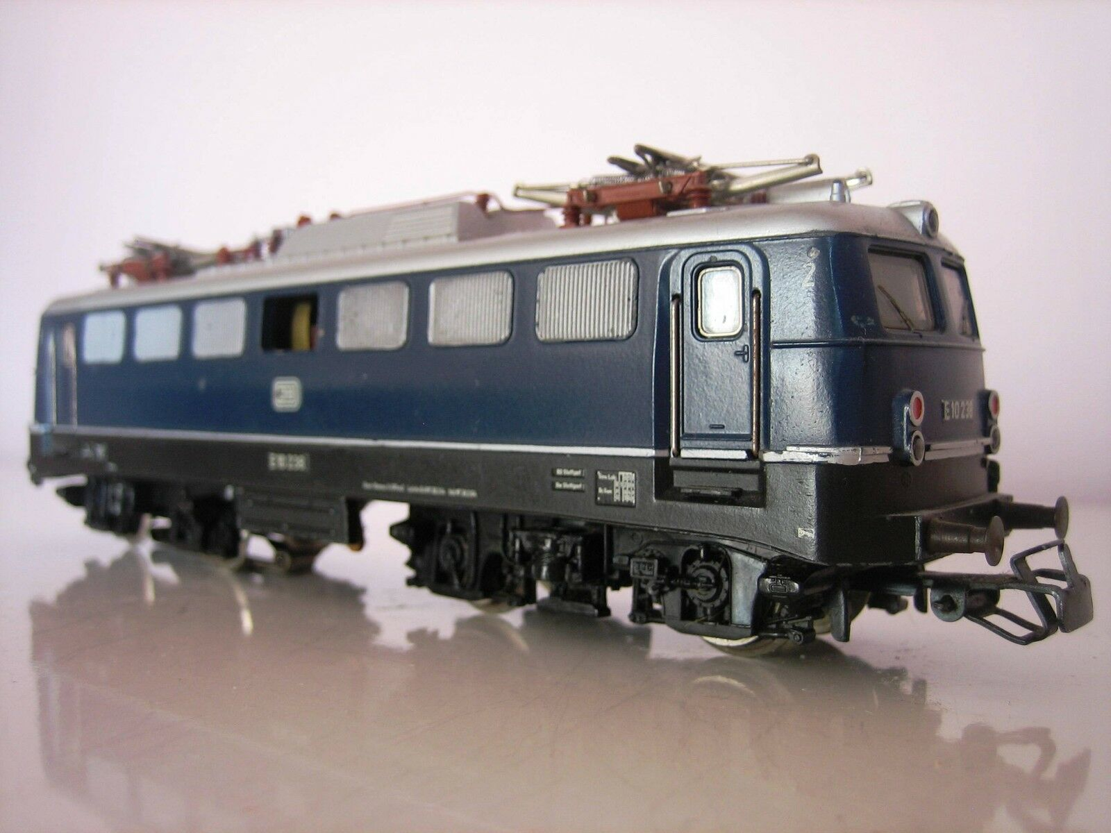 Märklin H0 3039 E-Lok BR 110 schöner Zustand E10 238