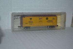 Atlas-3326-American-Reefer-Transit-Co-40-039-Plug-Door-Box-Car-N-scale