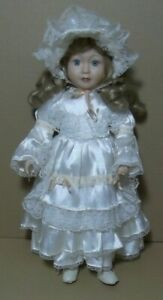 Vintage-Muneca-Porcelana-y-trapo-tela-40-cm-dedito-partido-en-mano-Dcha