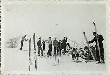 PHOTO ANCIENNE - VINTAGE SNAPSHOT - SPORT SKI GROUPE ÉQUIPEMENT - SKIING