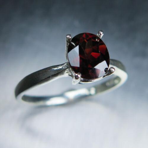 1.70cts Rojo Oscuro Natural Zircon 925 Sterling Silver/oro solitario anillo
