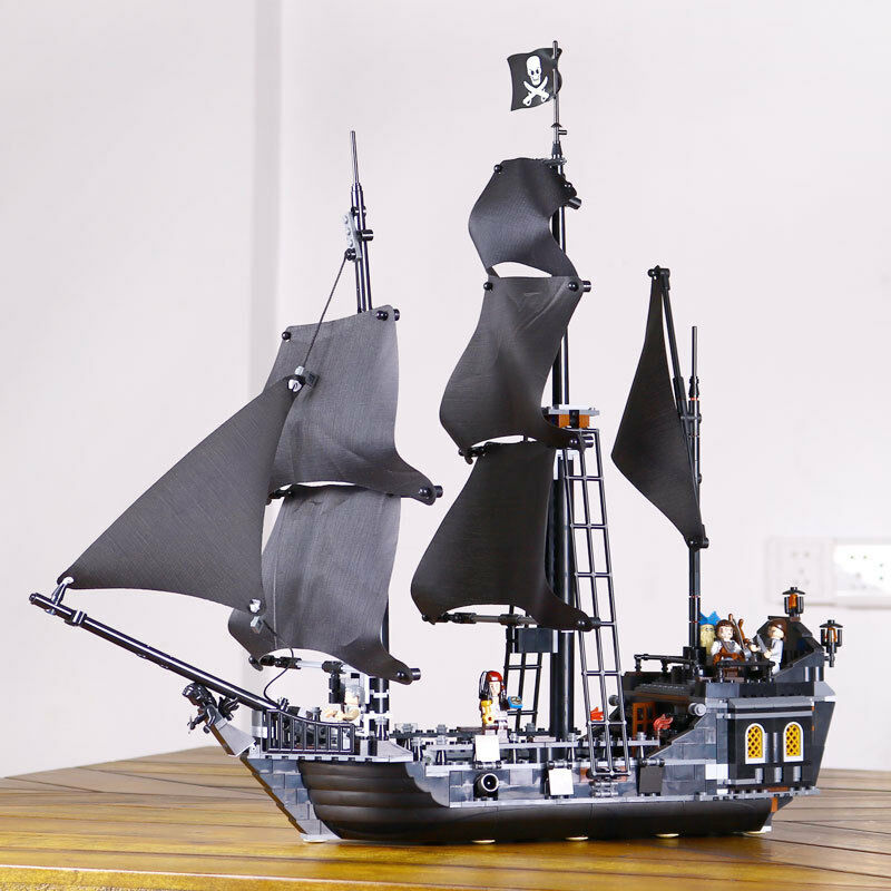 The Black Pearl Ship Model  Building  Pirates of the Caribbean Toys 804pcs nobox