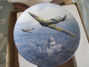 SPITFIRE-OVER-ST-PAULS-ROYAL-DOULTON-COLLECTOR-039-S-PLATE-HEROES-OVER-HOME-TERRITOR