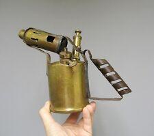 Ancienne lampe à souder. Outil ancien.