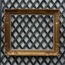 CADRE MONTPARNASSE DORÉ  BOIS SCULPTÉ FEUILLURE : 50 x 61 cm Standard 12 F