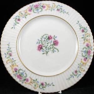 Lenox-CINDERELLA-Dinner-Plate-Vintage-Gold-Trim-V308-LIGHT-USE