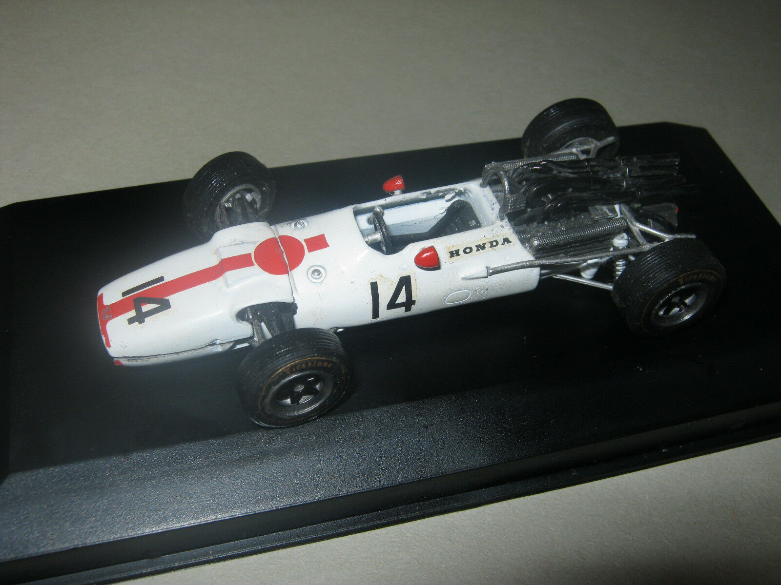 1 43 HONDA ra300 J. Surtees 1967 scale racing cars HANDBUILT dans Showcase