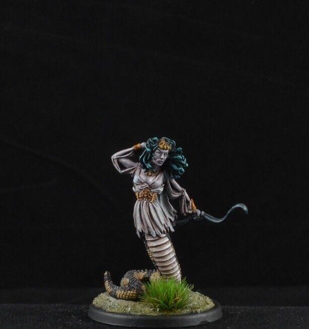 Målad Gorgon med Bow från Dark Sword Miniatures, medusa D &D -karaktär