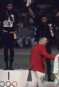 OLD-LARGE-PHOTO-USA-athletics-great-1968-Mexico-Olympic-Gold-Tommie-Smith-17