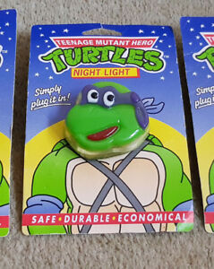 RARE-TEENAGE-MUTANT-HERO-TURTLES-DONATELLO-CARDED-Plug-In-NIGHT-LIGHT-EXCELLENT