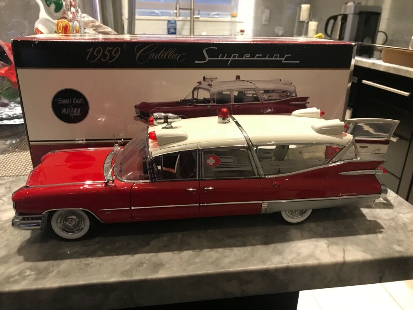 1 18 PRECISION MINIATURES''59 Cadillac Superior Crown Royale Ambulance blanco rojo