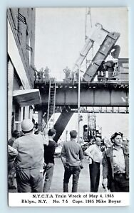 Brooklyn-NEW-YORK-1965-TRAIN-WRECK-DISASTER-POSTCARD-STREET-SCENE-amp-WORKMEN