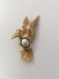f08bb6b27cb Image is loading Vintage-DOVE-Bird-Pin-Brooch-Gold-Tone-Rhinestone-
