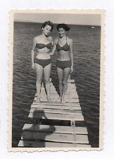 PHOTO Snapshot Vintage Coupe Femmes Ombre du photographe Mer 1950 Maillot bain