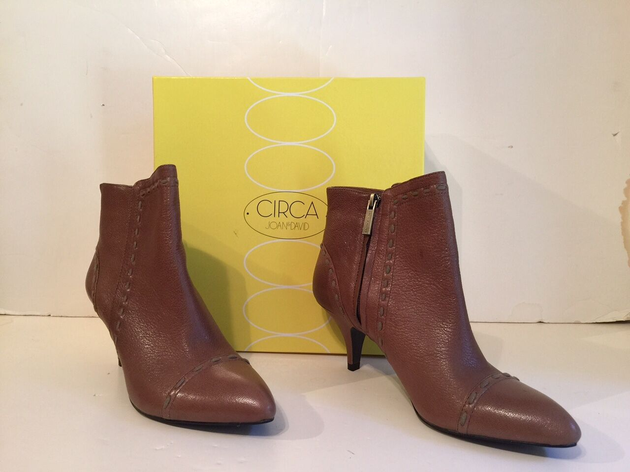 NIB Circa Joan & David Cjarmanda Medium Taupe sz 8 Leather Ankle Boots