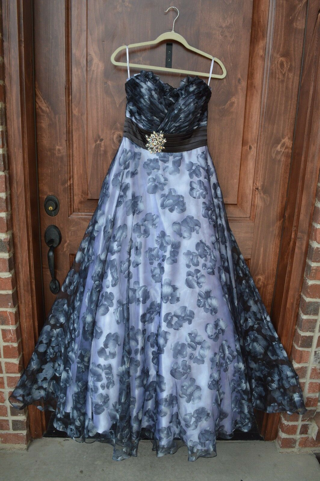 Navy floral a-line ball gown prom dress size 8. sweetheart neckline