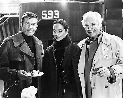 """8X10 PUBLICITY PHOTO ZY-888 ROGER MOORE CURD JÜRGENS /""""THE SPY WHO LOVED ME/"""""""