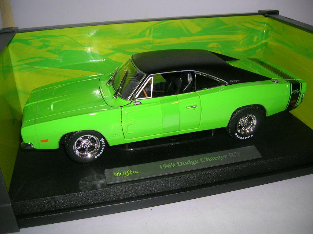 Maisto Design 1969 Dodge Charger R T Green Green 1 18 Art 32612