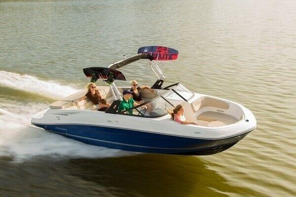 Bayliner VR6 med MerCruiser sterndrive, Motorbåd, skrog: