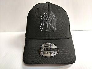 f9ed7e8e177 YOUTH New York Yankees Cap New Era 39Thirty Stretch 2019 Black ...