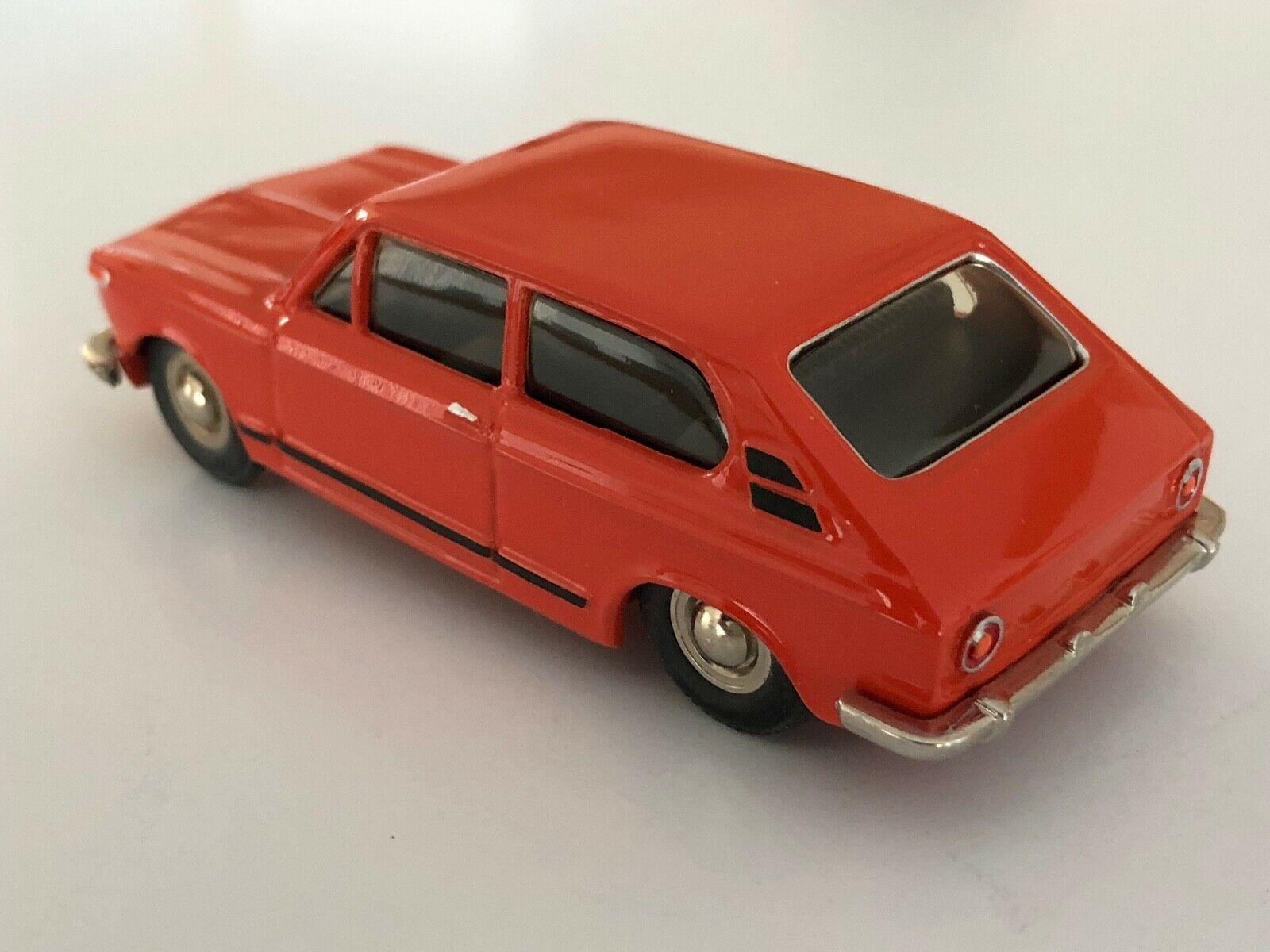 Danhausen Modelauto Replica BMW 2000 Touring handbuilt in 1 43 scale No. 1131
