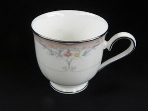 Vint-Lenox-Debut-Collection-Fine-Bone-China-Emily-Pattern-Footed-Tea-Coffee-Cup