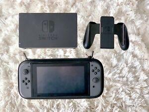 Nintendo-Switch-HAC-001-01-32GB-Console-with-Gray-Joy-Con
