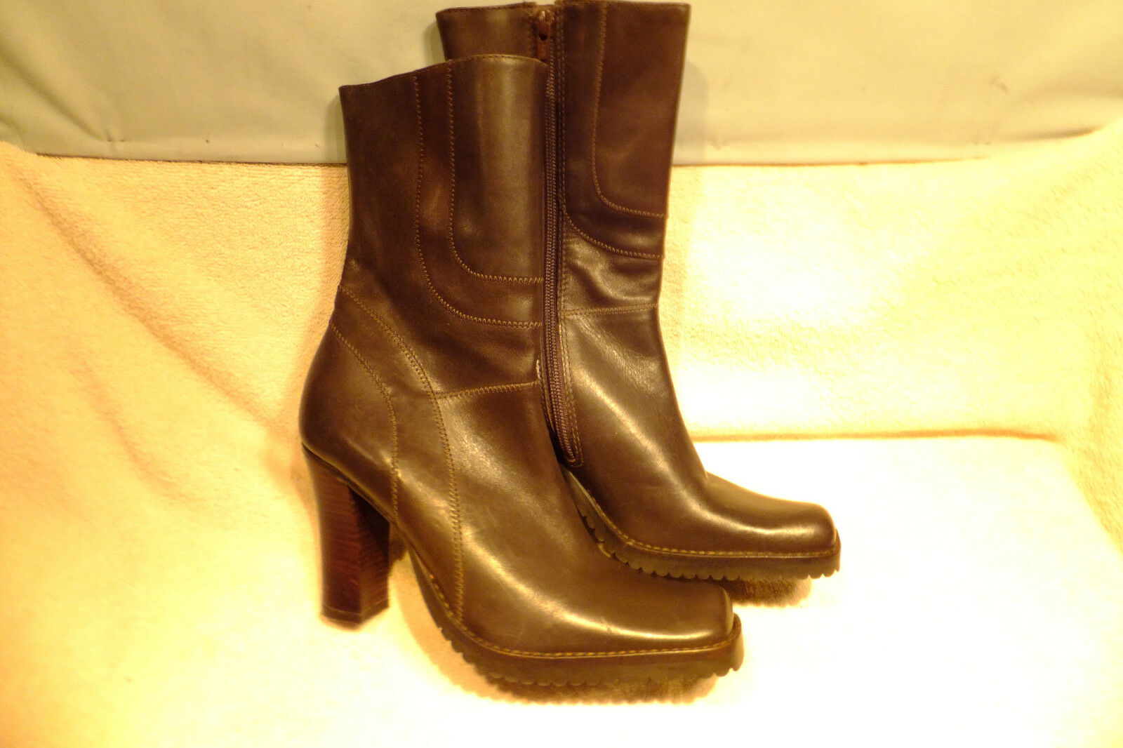 Steve Madden Brown Leather 3.75  Heel Side Zip 7 Ankle Boots Size 7M Never Worn