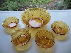 Tiara-Indiana-Glass-Amber-Sandwich-5-piece-Berry-Bowl-Set