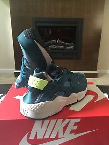 NIKE AIR HUARACHE RUN Green Camo FLORAL BLACK 6 - 12 sunset white ... df100b2300a1