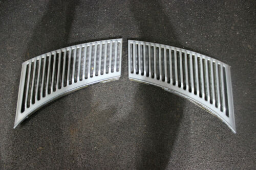 Mercedes Benz C107 R107 SLC Pair Air inlet grid Grille Air vent