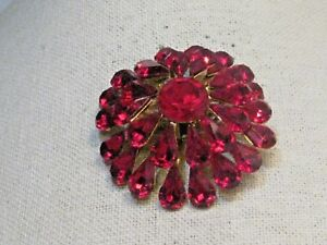 Vintage-Red-Rhinestone-Blossom-Brooch-Tiered-2-25-034-Gold-Tone-1960-039-s